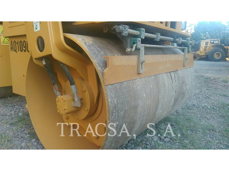 CATERPILLAR ROLO COMPACTADOR DE ASFALTO DUPLO TANDEM CB24 equipment  photo 16