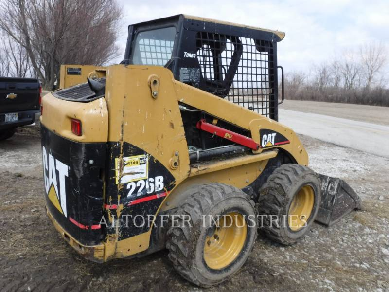 CATERPILLAR KOMPAKTLADER 226B MA7 equipment  photo 3
