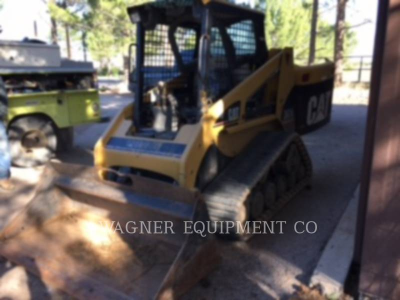 CATERPILLAR CHARGEURS COMPACTS RIGIDES 247B equipment  photo 2