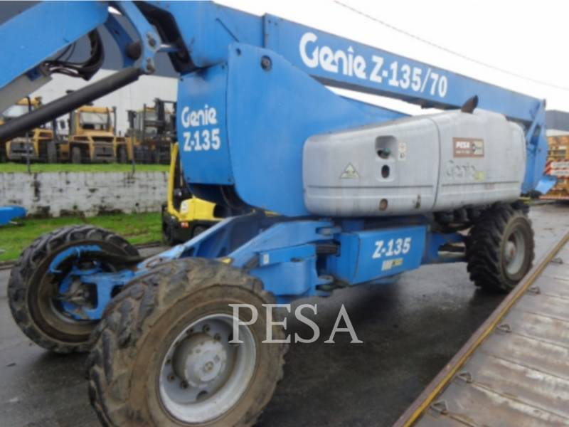 GENIE INDUSTRIES  PLATAFORMA DE ACESSO Z-135/70RT equipment  photo 2