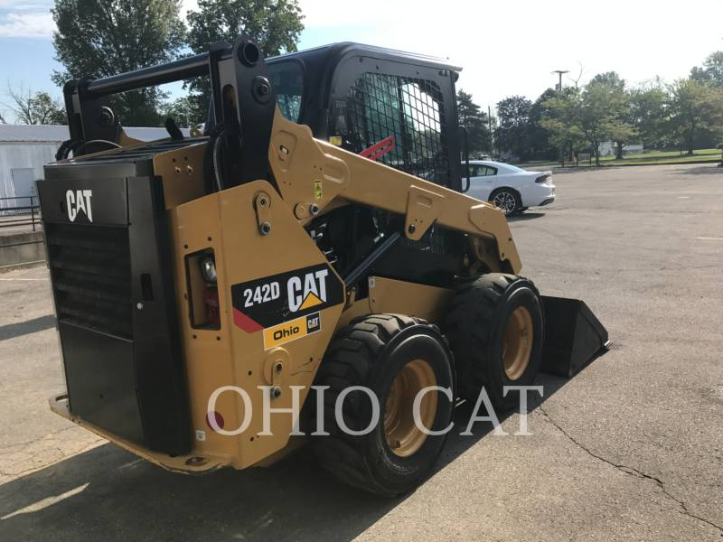 CATERPILLAR SKID STEER LOADERS 242D C3 equipment  photo 4