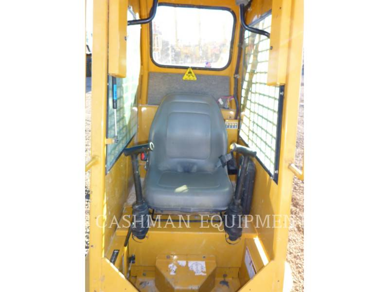 GEHL COMPANY SKID STEER LOADERS 1640E equipment  photo 7