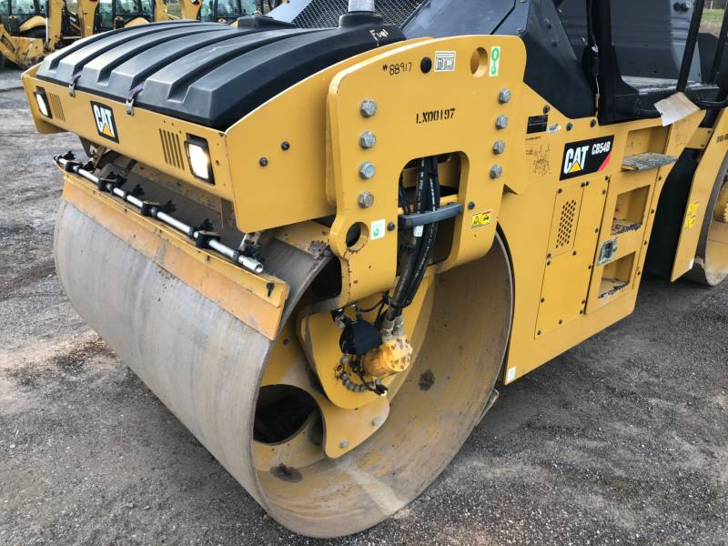 CATERPILLAR TANDEMVIBRATIONSWALZE, ASPHALT CB54B equipment  photo 11