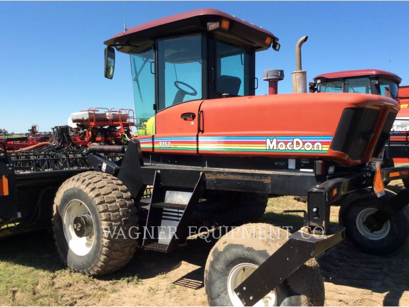 MACDON MATERIELS AGRICOLES POUR LE FOIN 9352I equipment  photo 1