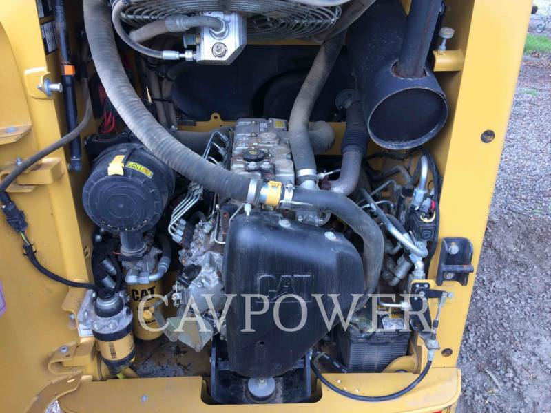 CATERPILLAR KOMPAKTLADER 216B2 equipment  photo 8