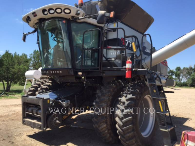 GLEANER COMBINADOS S77 equipment  photo 2