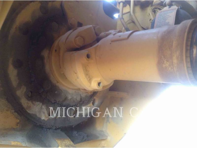CATERPILLAR CAMIONES DE AGUA 725 WW equipment  photo 12
