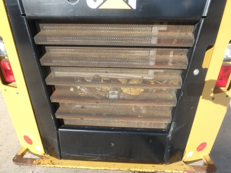 CATERPILLAR KOMPAKTLADER 262D equipment  photo 13