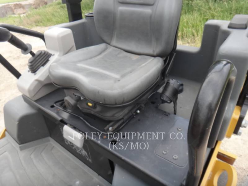 CATERPILLAR COMPACTORS CC34B equipment  photo 9
