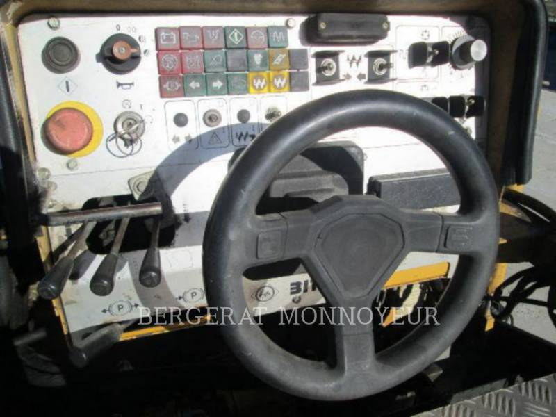 CATERPILLAR PAVIMENTADORA DE ASFALTO BB-621C equipment  photo 15