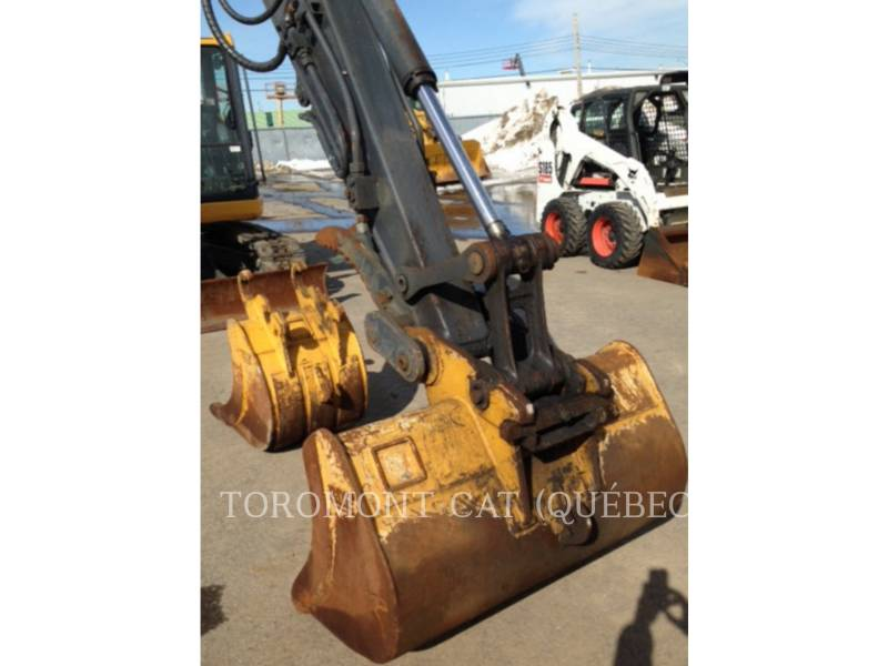 JOHN DEERE PELLES SUR CHAINES 85D equipment  photo 15