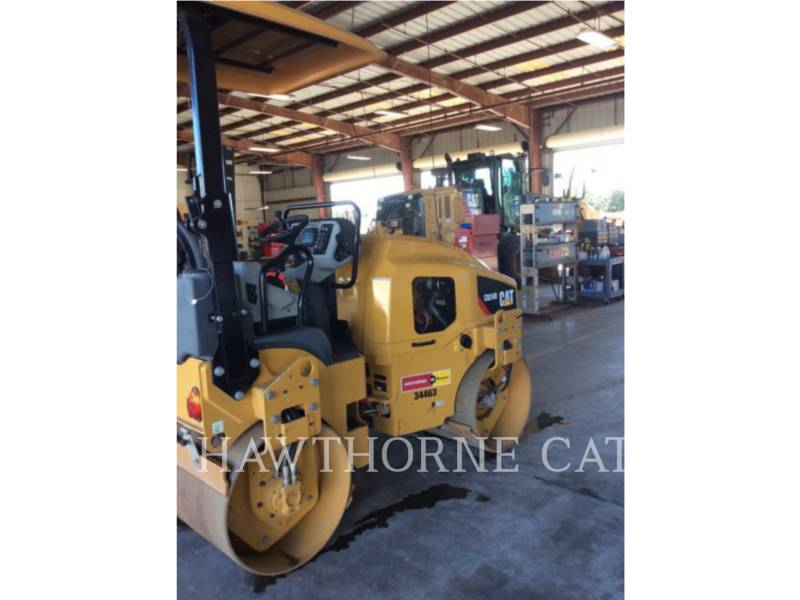 CATERPILLAR COMPACTEURS CB24B equipment  photo 2