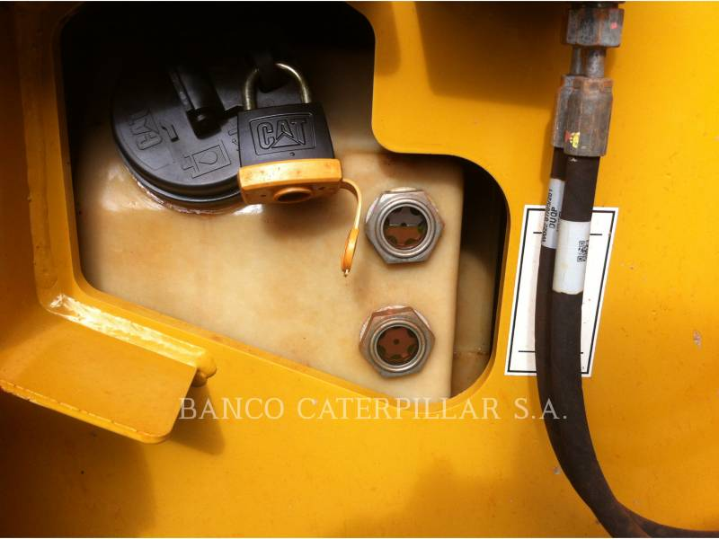 CATERPILLAR VIBRATORY SINGLE DRUM SMOOTH CS-423E equipment  photo 18