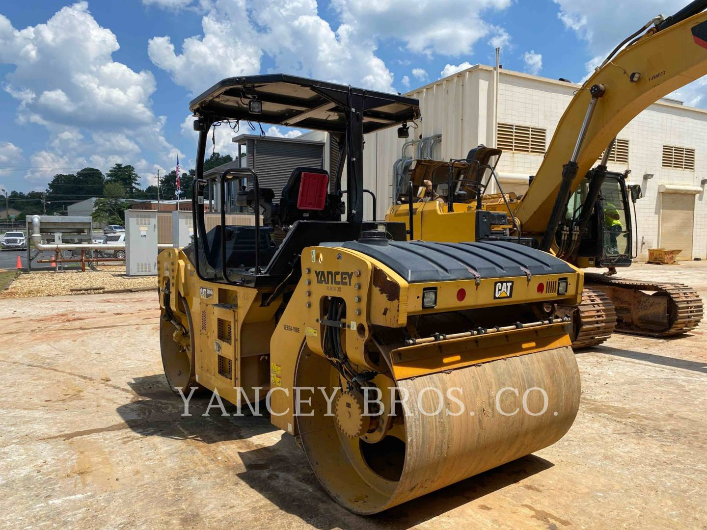 2012 - CATERPILLAR - CB54B