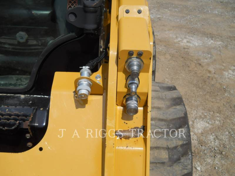 CATERPILLAR PALE COMPATTE SKID STEER 242D A equipment  photo 13