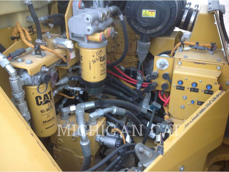 CATERPILLAR COMPATTATORE PER ASFALTO A DOPPIO TAMBURO VIBRANTE CB64 equipment  photo 9