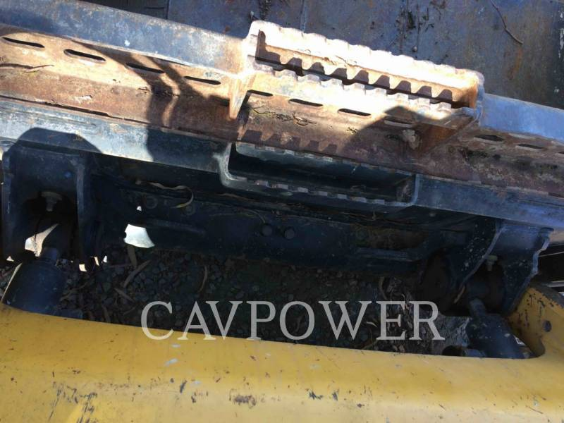 CATERPILLAR SKID STEER LOADERS 226B3LRC equipment  photo 9
