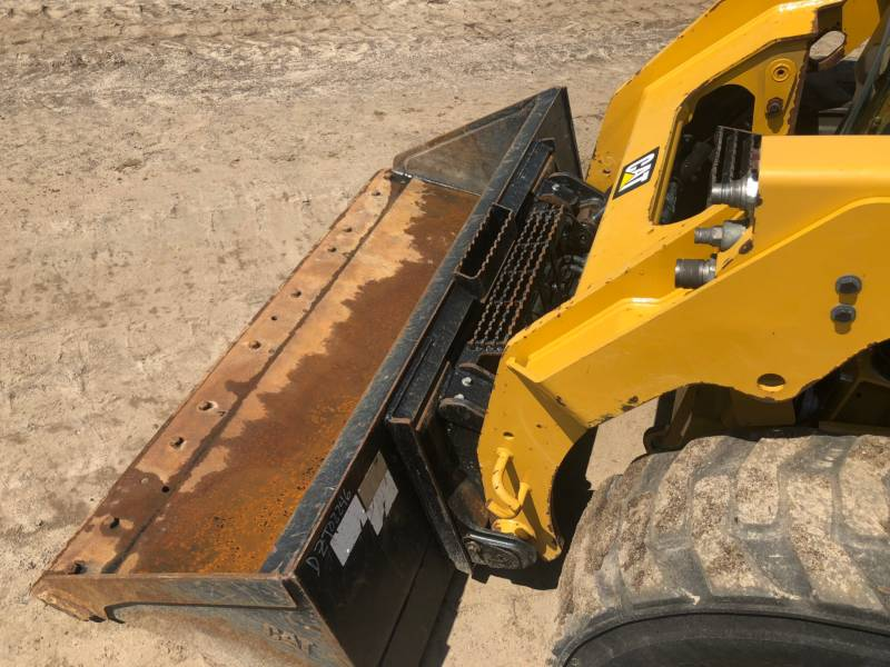 CATERPILLAR KOMPAKTLADER 242 D equipment  photo 16