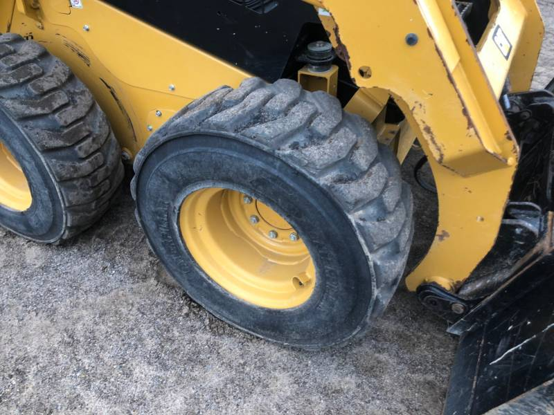 CATERPILLAR SKID STEER LOADERS 242 D equipment  photo 14