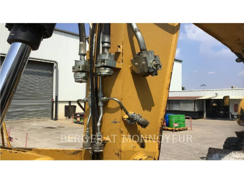 CATERPILLAR ESCAVATORI GOMMATI M316D equipment  photo 8