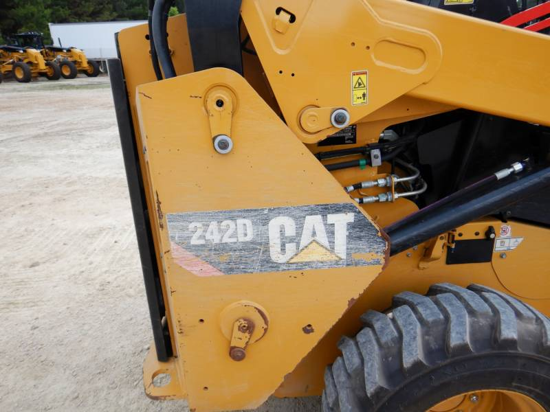 CATERPILLAR PALE COMPATTE SKID STEER 242D equipment  photo 22