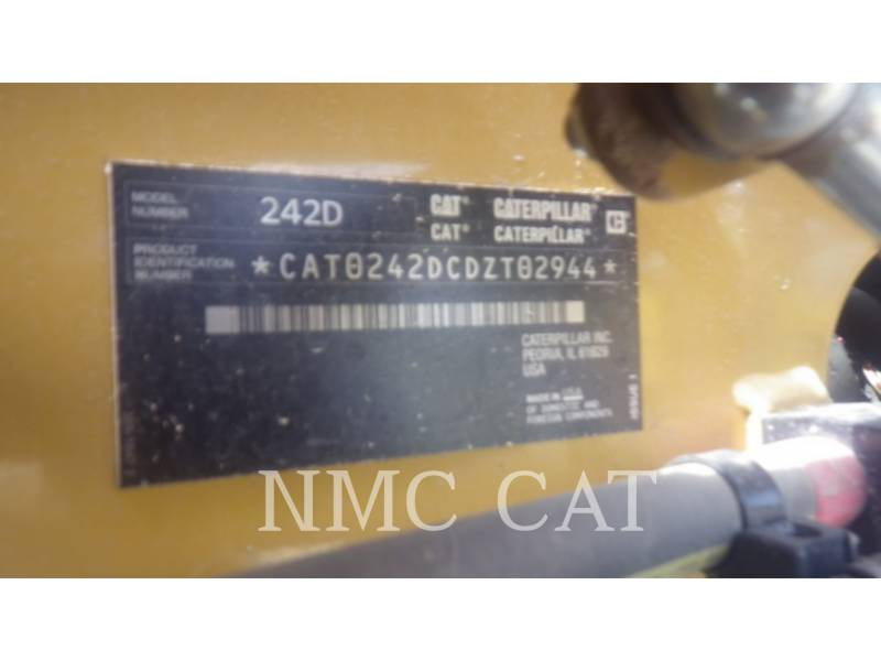 CATERPILLAR SKID STEER LOADERS 242D equipment  photo 1