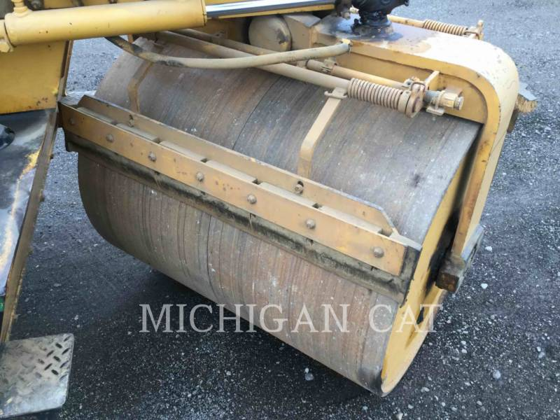 HYPAC VIBRATORY DOUBLE DRUM ASPHALT C330B equipment  photo 13