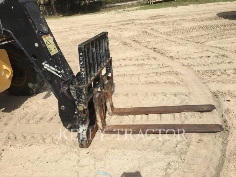 CATERPILLAR TELEHANDLER TL943C equipment  photo 9