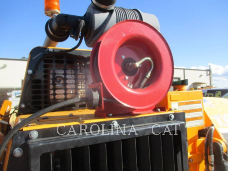 LEE-BOY ASPHALT PAVERS 8515C equipment  photo 10