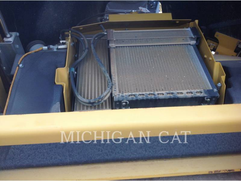 CATERPILLAR VIBRATORY DOUBLE DRUM ASPHALT CB64 equipment  photo 11