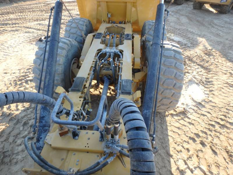 CATERPILLAR KNICKGELENKTE MULDENKIPPER 745C equipment  photo 8