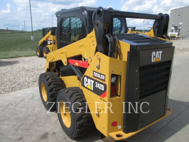 CATERPILLAR MINICARGADORAS 242DSR equipment  photo 4