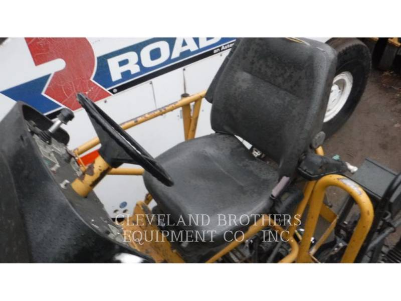 CATERPILLAR ASPHALT PAVERS AP-655C equipment  photo 6
