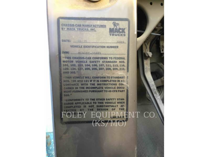 MACK CAMIONES DE CARRETER R223 equipment  photo 13