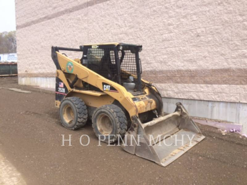 CATERPILLAR MINICARGADORAS 252B equipment  photo 1