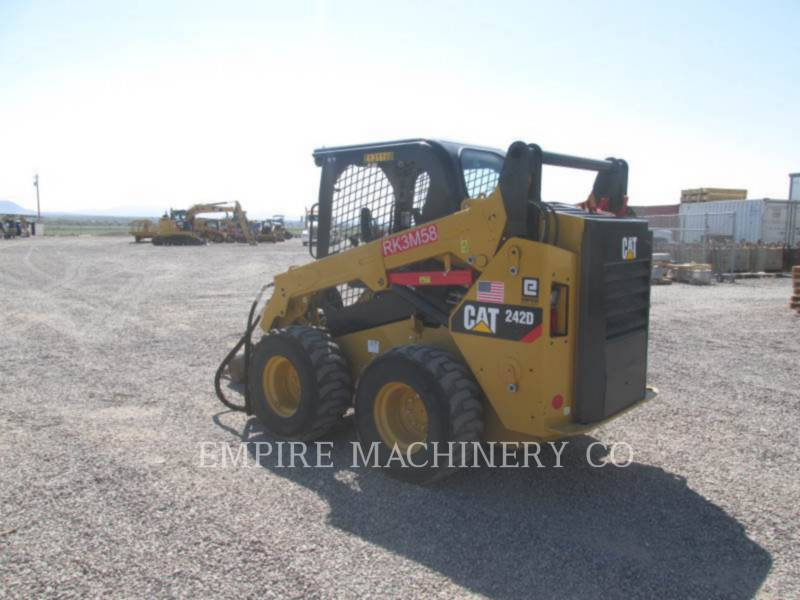 CATERPILLAR KOMPAKTLADER 242D equipment  photo 3
