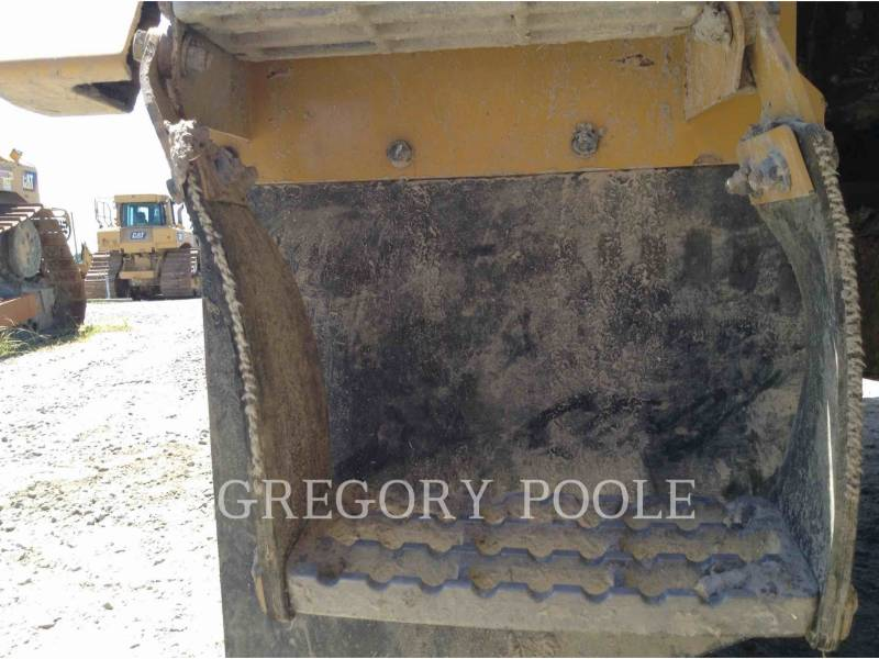 CATERPILLAR CAMIONES ARTICULADOS 725C equipment  photo 13