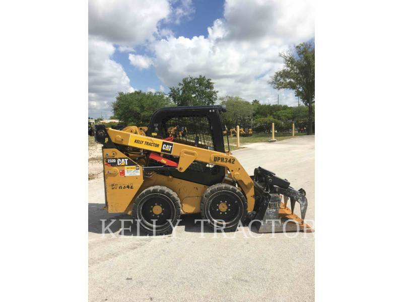 CATERPILLAR MINICARGADORAS 232 D equipment  photo 4