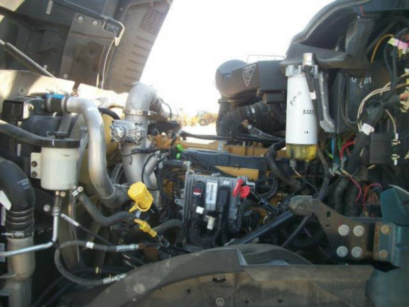 CATERPILLAR CAMIONS ROUTIERS CT660L equipment  photo 9