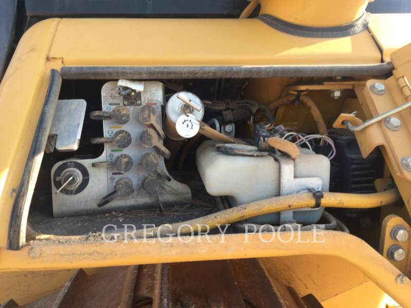 CATERPILLAR KETTENDOZER D6N equipment  photo 18