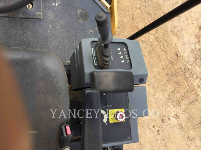 CATERPILLAR COMPATTATORE A SINGOLO TAMBURO VIBRANTE LISCIO CS44 equipment  photo 11