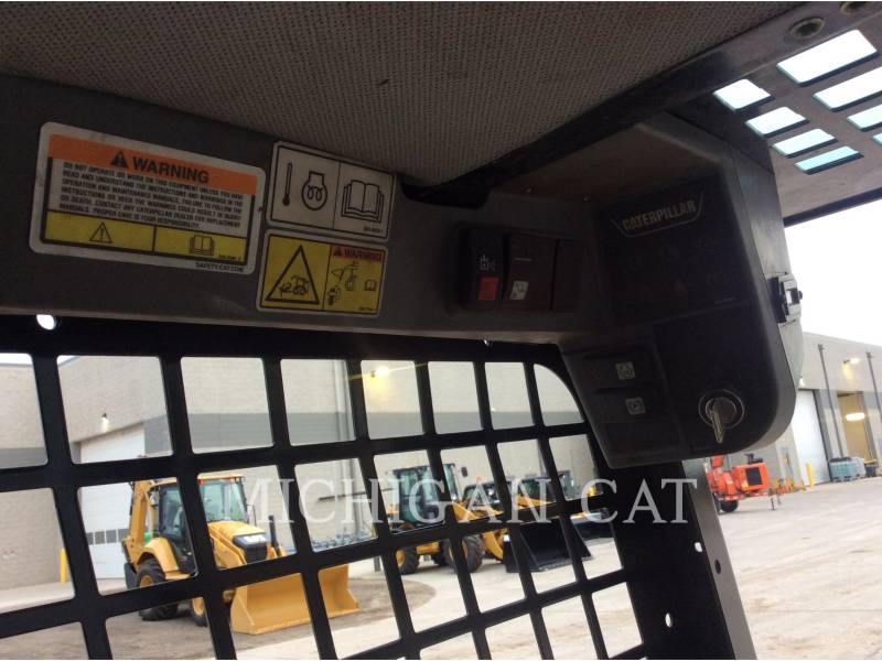 CATERPILLAR SKID STEER LOADERS 226B2 equipment  photo 6