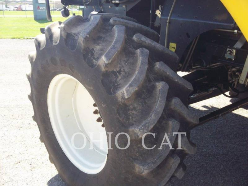 CASE/NEW HOLLAND COMBINES CR9040 equipment  photo 10