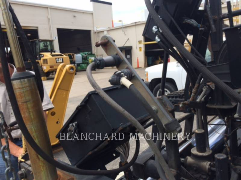 CATERPILLAR PAVIMENTADORES DE ASFALTO AP1055D equipment  photo 11