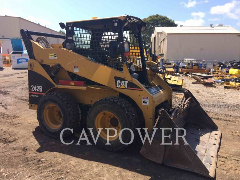 CATERPILLAR SKID STEER LOADERS 242B equipment  photo 4