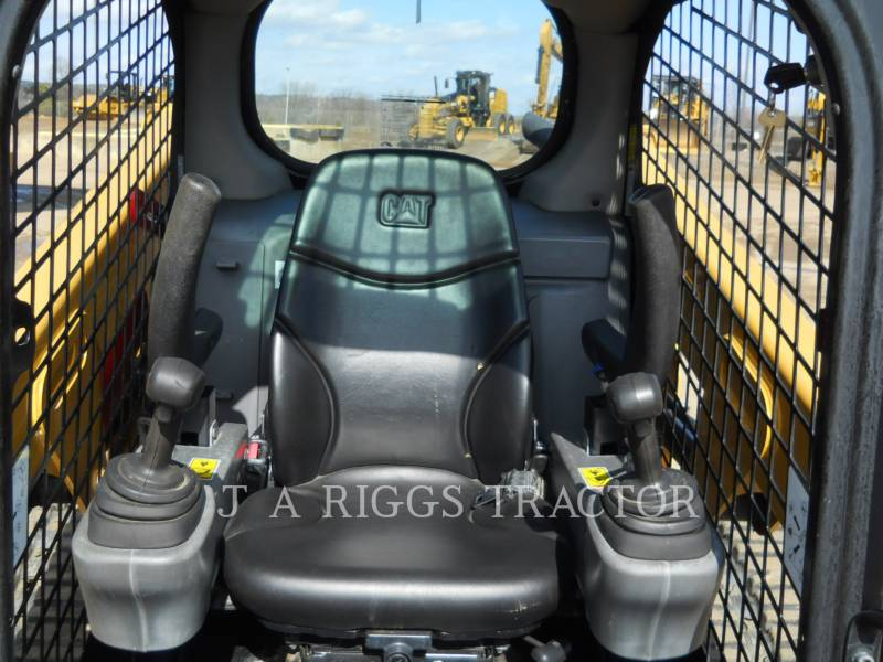 CATERPILLAR MULTI TERRAIN LOADERS 239D equipment  photo 20