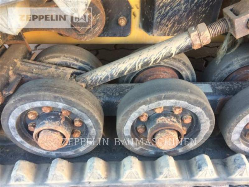 CATERPILLAR SKID STEER LOADERS 257D equipment  photo 10