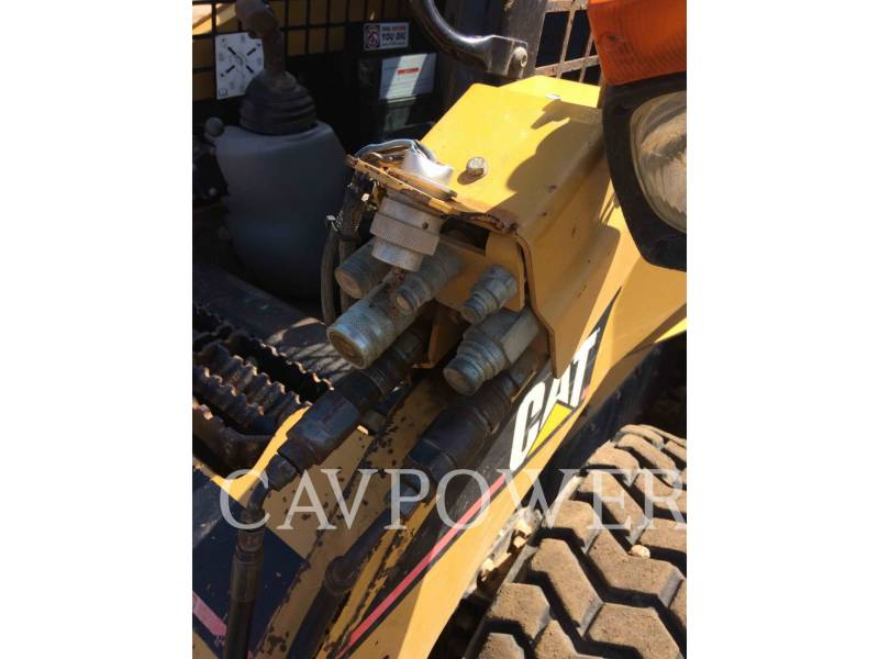 CATERPILLAR CHARGEURS COMPACTS RIGIDES 242B equipment  photo 8
