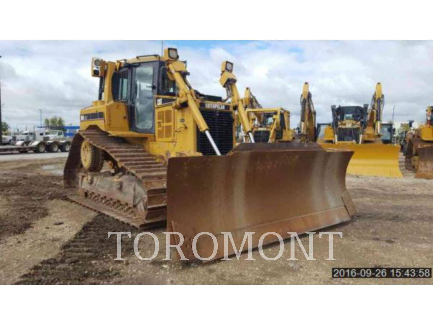 Detail photo of 2007 Caterpillar D6R LGP III from Construction Equipment Guide