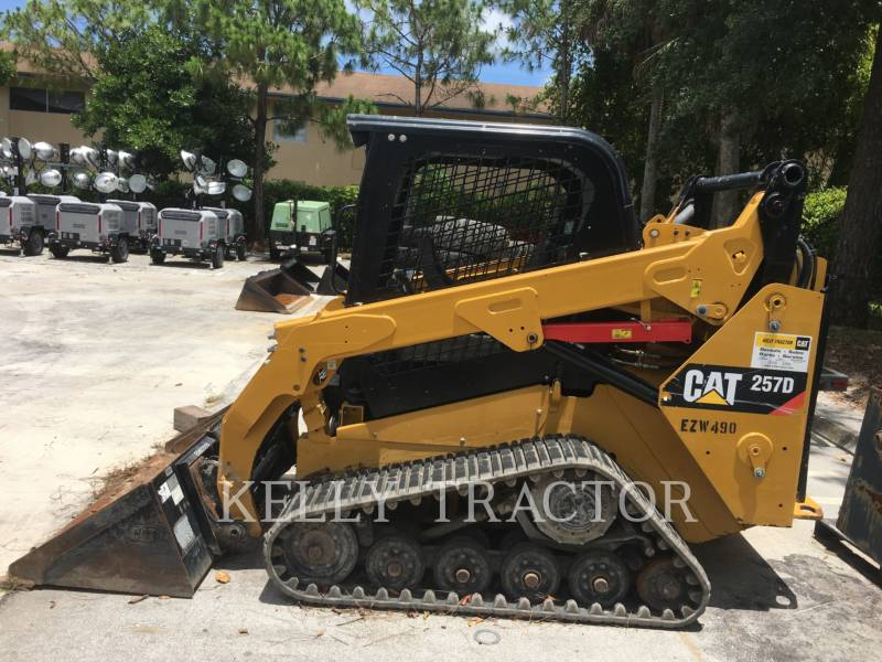 CATERPILLAR CHARGEURS TOUT TERRAIN 257D equipment  photo 2